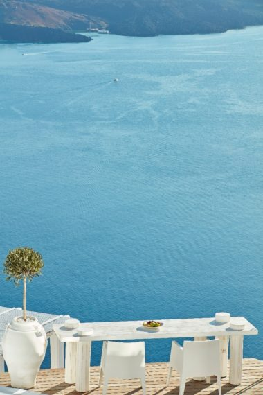 Sun Rocks in Santorini - Naido Wedding